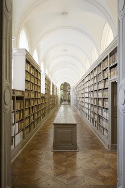 401px-Archives_nationales_(Paris)_la_galerie_du_Parlement_(Grands_Dépôts)